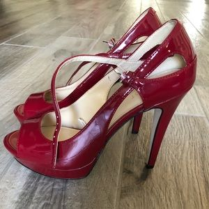 Size 10 women's nine west red high heels.